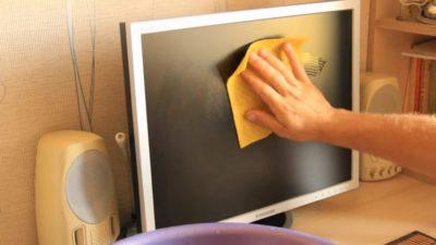 Чем очистить монитор компьютера в домашних условиях?